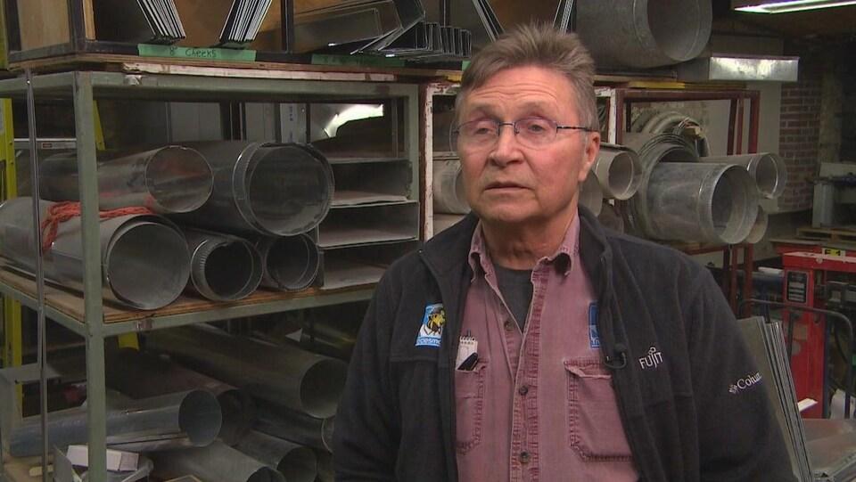 Mark Boissoneault dans son atelier.