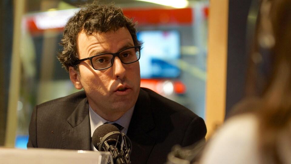 L'avocat Mark Power en entrevue aux studios de Vancouver.