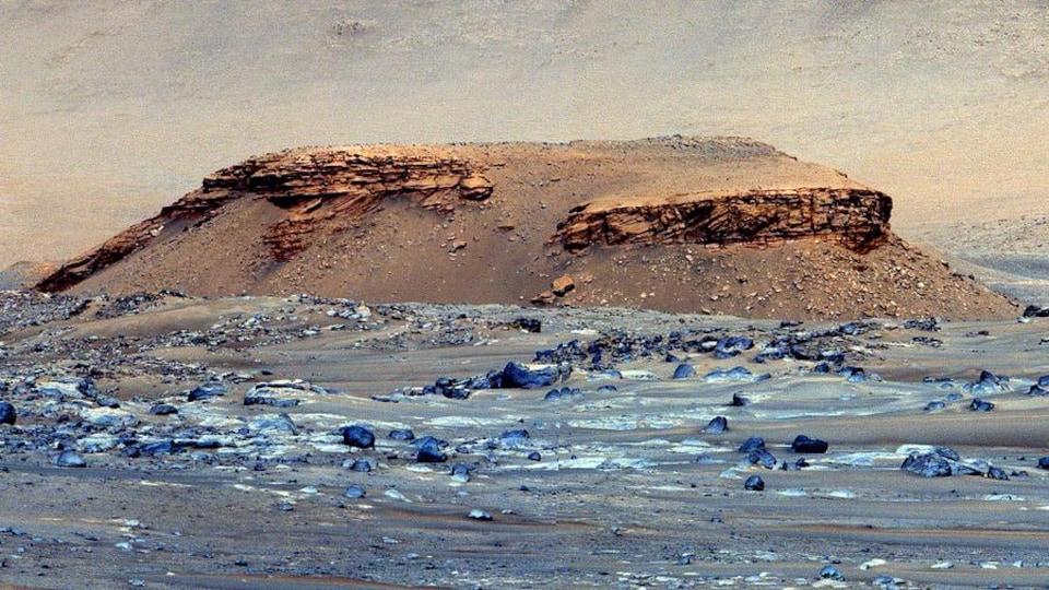 Une butte près du cratère Jezero sur Mars.