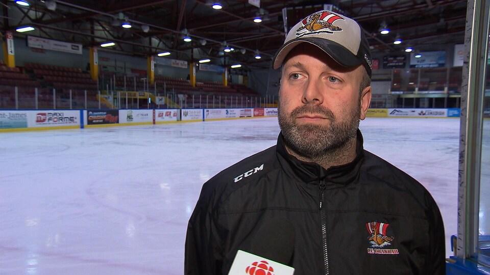 Martin Bernard est entraîneur du Drakkar de Baie-Comeau de la Ligue de hockey junior majeur du Québec