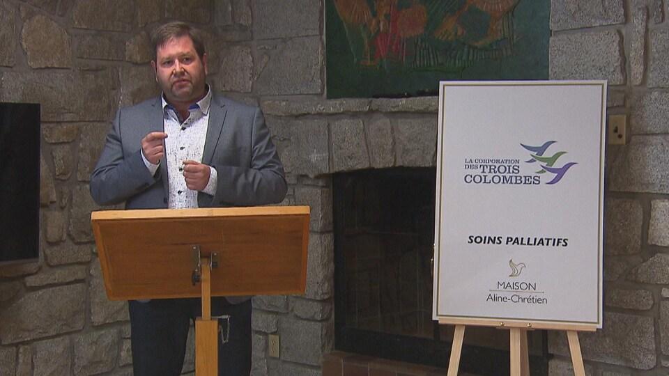 Martin Gélinas s'exprime à l'occasion du premier anniversaire de la maison de soin palliatif.