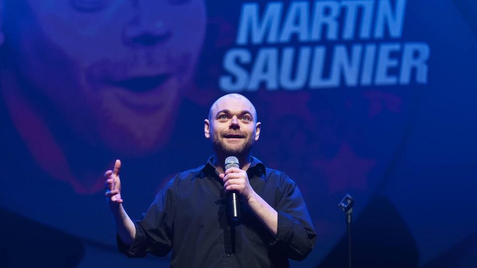 Martin Saulnier sur scène lors d'un gala.