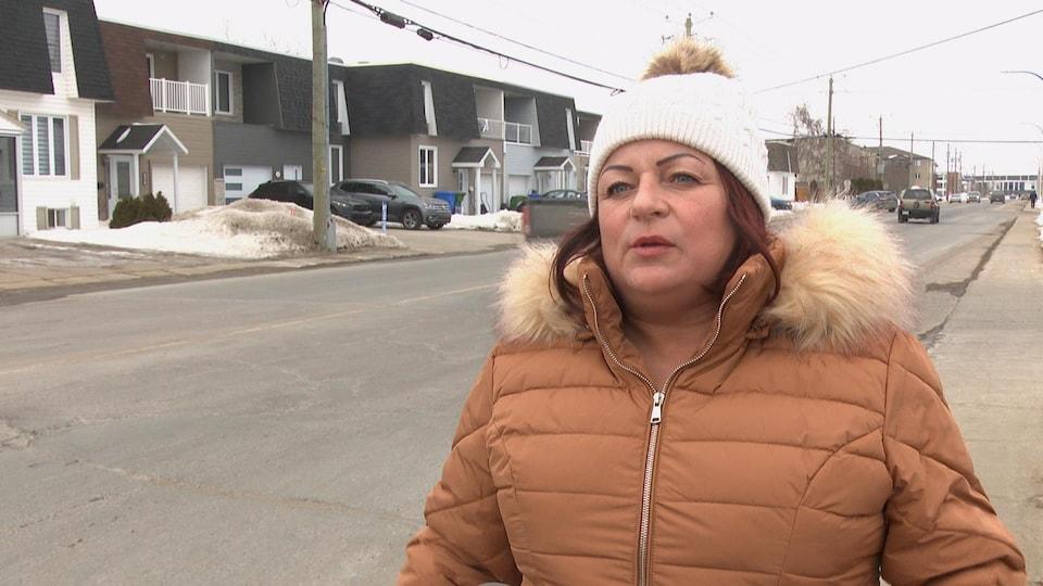 Martine Girard en entrevue avec Radio-Canada à Sept-Îles.