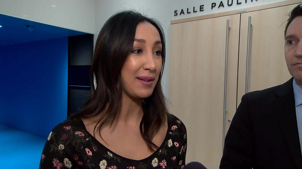 Marwah Rizqy s'adresse aux journalistes.