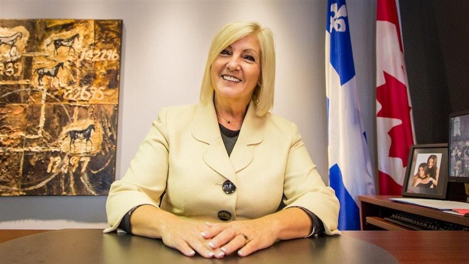 La députée de Hull Maryse Gaudreault pose dans son bureau.