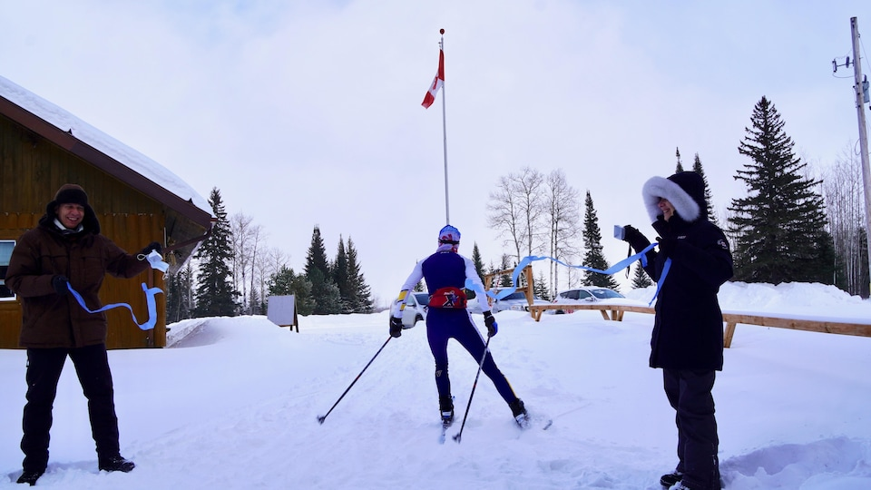 Maryse Léveillé en train de skier.