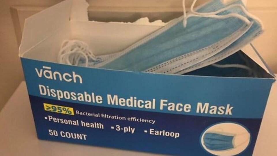 Un paquet de 50 masques de protection.