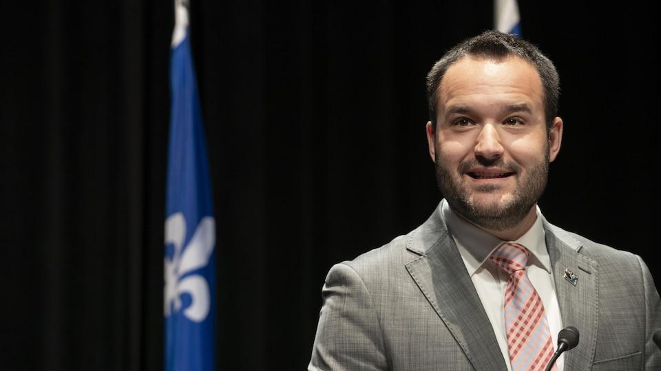 Le ministre de la Famille, Mathieu Lacombe.