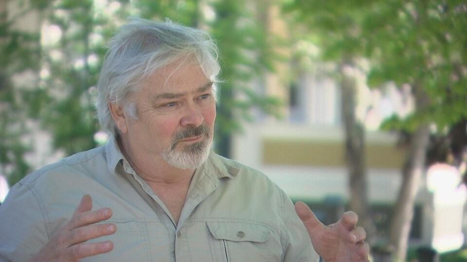 Maurice André Aubin, producteur à Moncton, en entrevue.