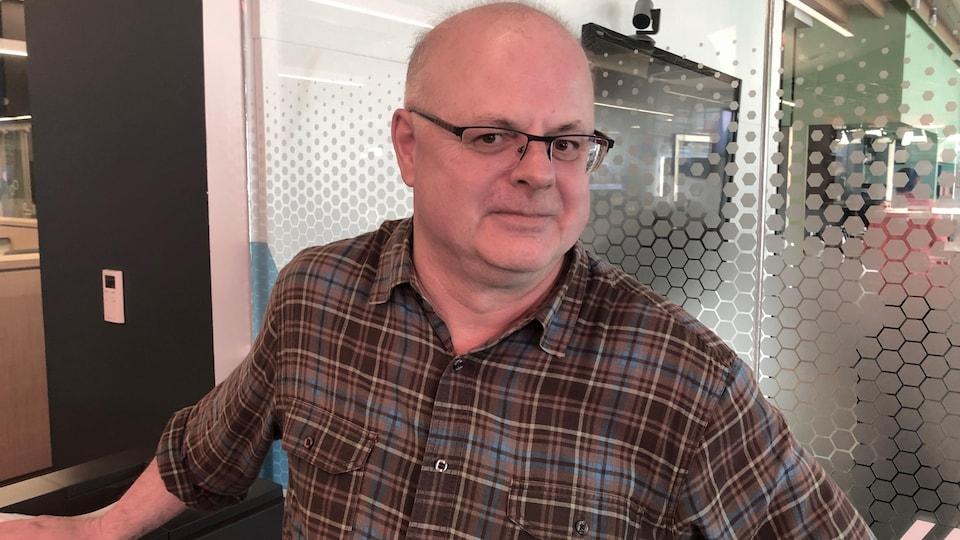 L'historien Maurice Basque lors d'un passage en studio.