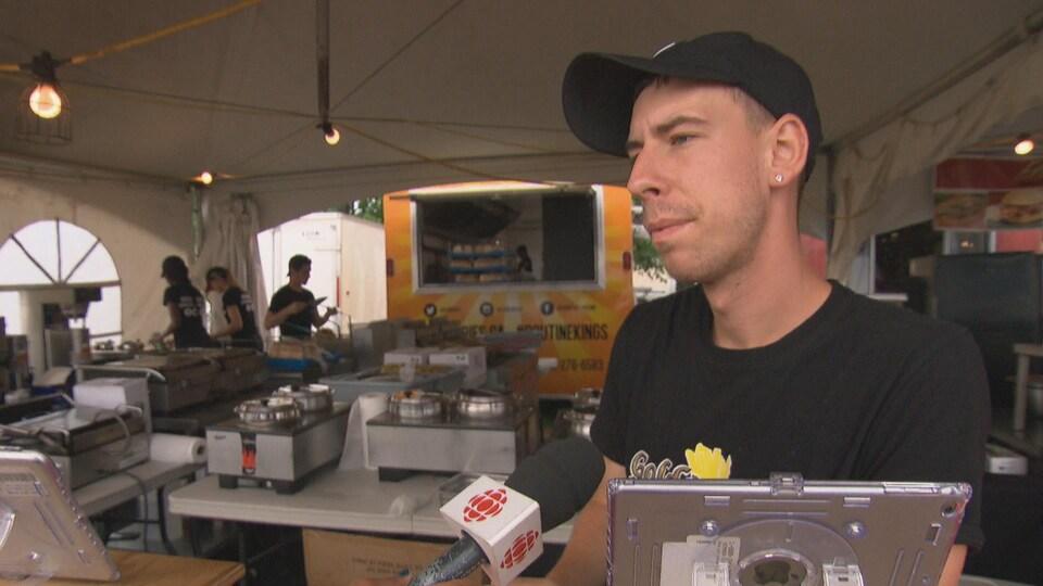 Max Rapley est un restaurateur au Bluesfest d'Ottawa.