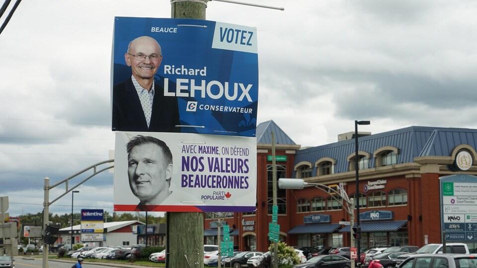 Des pancartes électorales de Richard Lehoux et Maxime Bernier