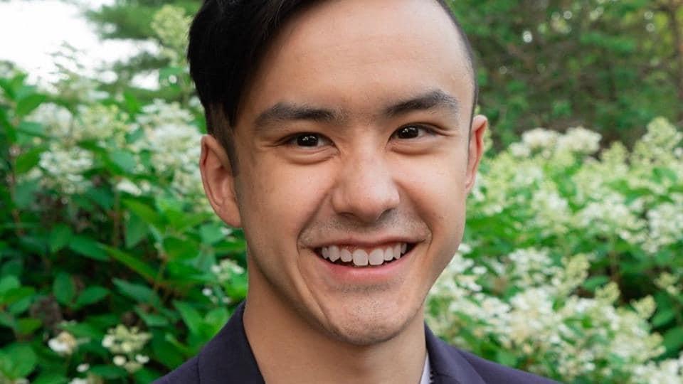 Maxime Lê sourit à la caméra