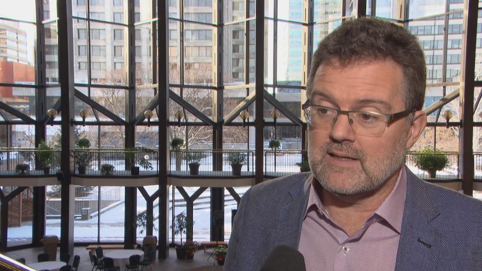 Maxime Pedneaud-Jobin en entrevue à Radio-Canada.
