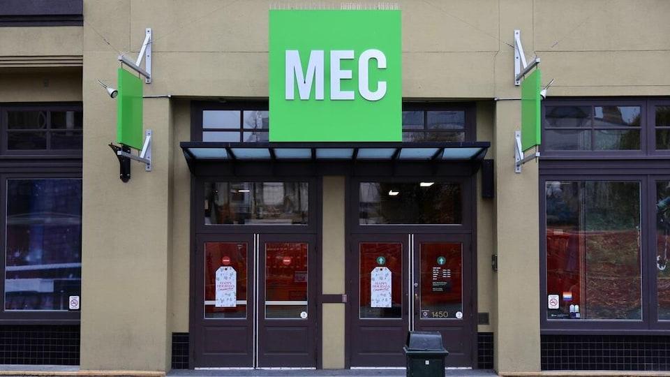 Façade d'un magasin MEC.