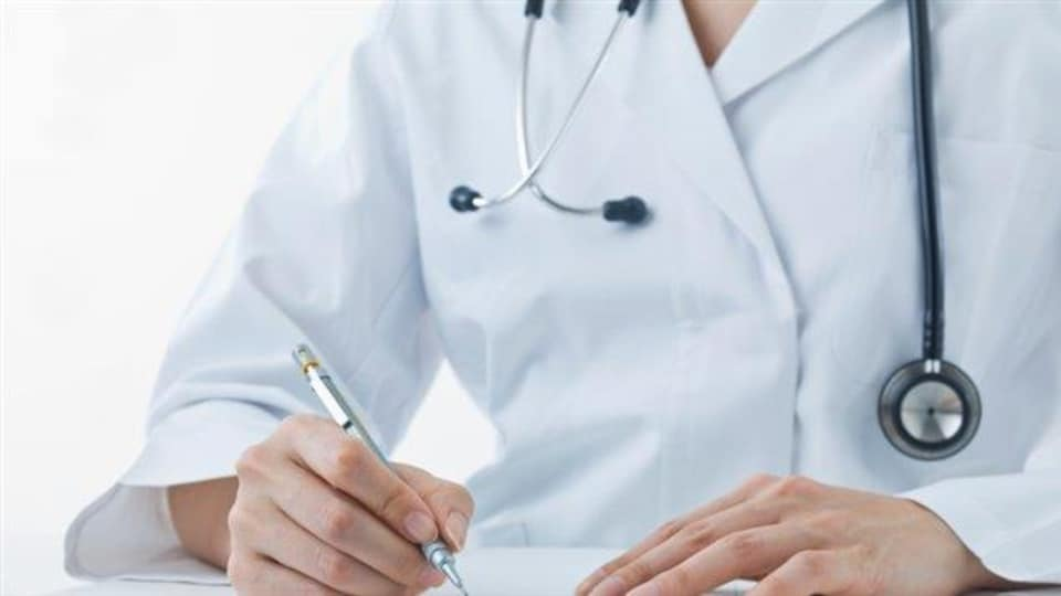 Médecin avec stétoscope