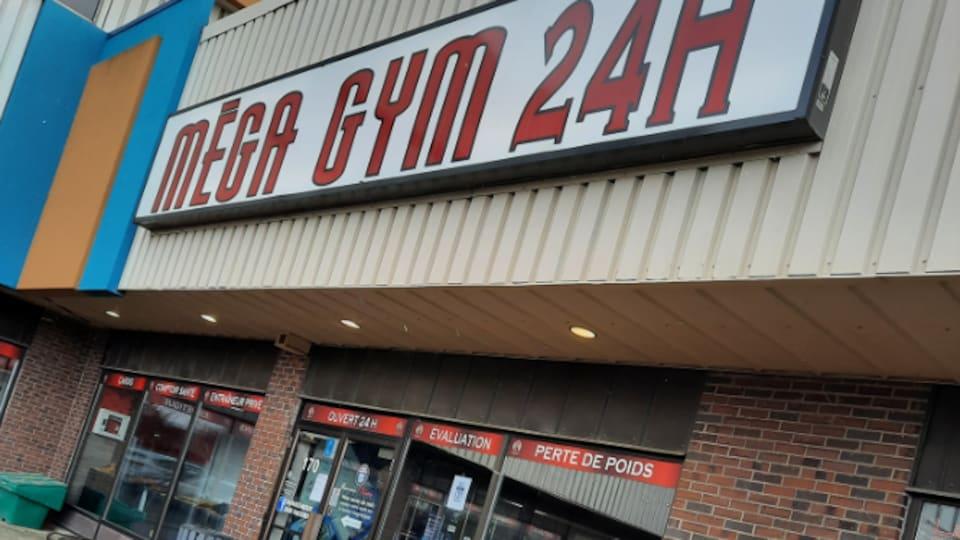La façade extérieure du Mega Fitness Gym 24h.