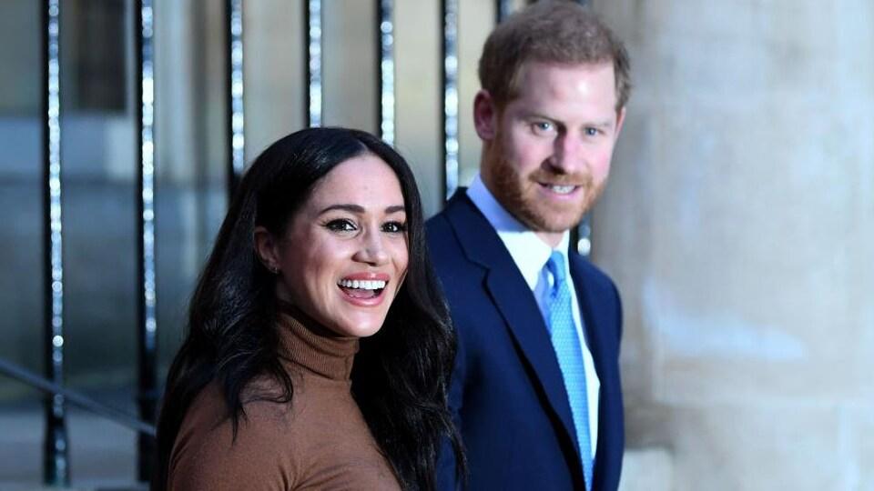 Le couple sourit