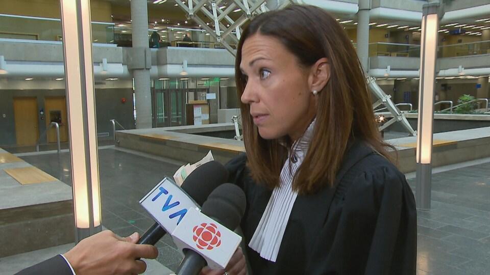 La procureure Mélanie Dufour au palais de justice de Québec.
