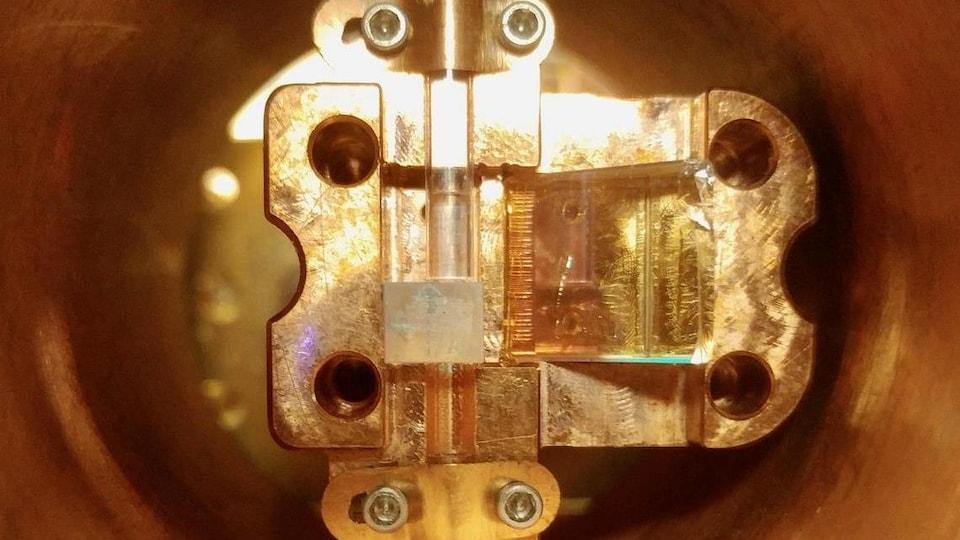 Gros plan de la partie la plus interne d'une mémoire quantique.