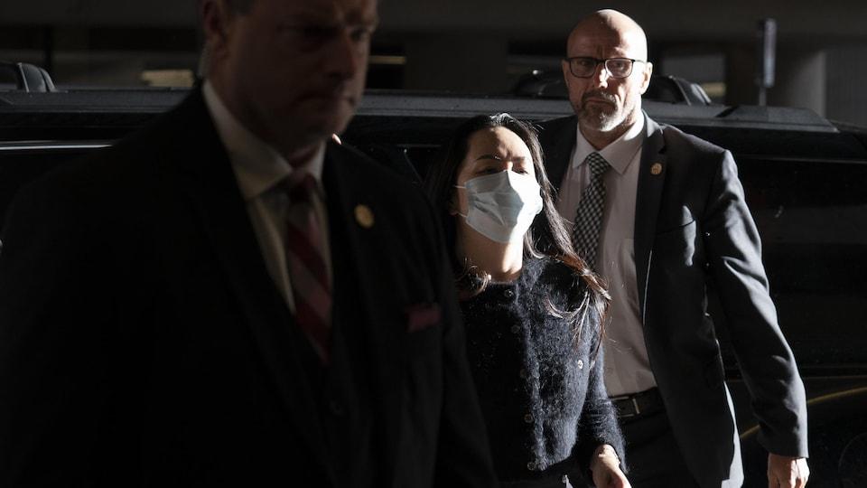 Meng Wanzhou lors de son arrivée au palais de justice du centre-ville de Vancouver vendredi.