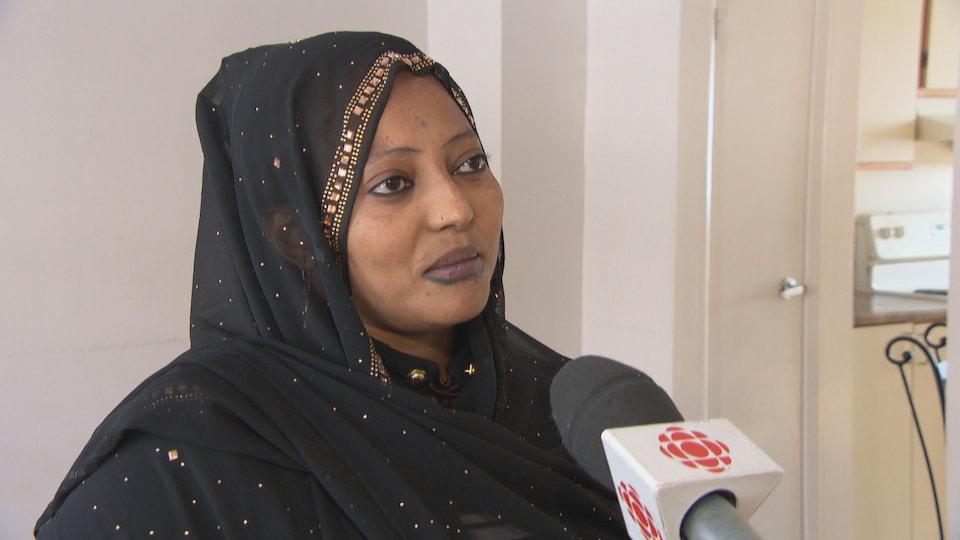 Meram Saleh Sogui en entrevue dans son logement.