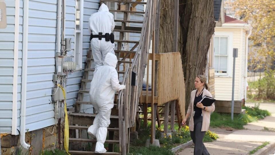 La GRC enquête dans une maison du centre de Moncton.