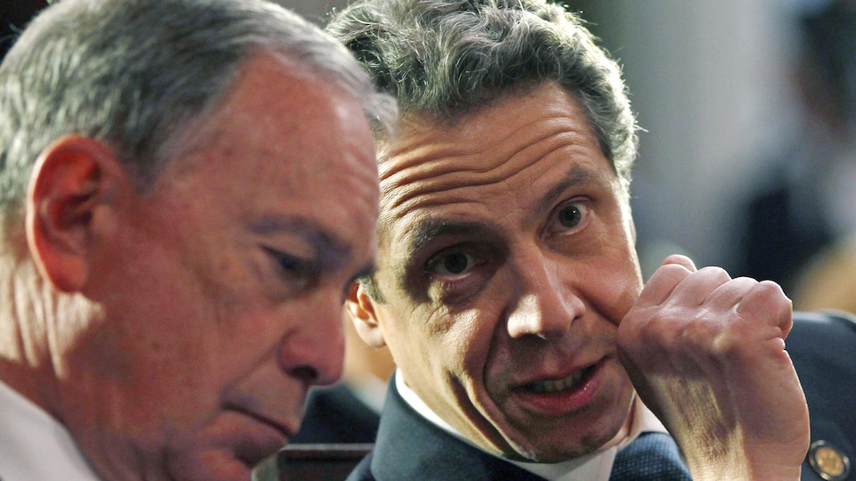 Andrew Cuomo parle à Michael Bloomberg.