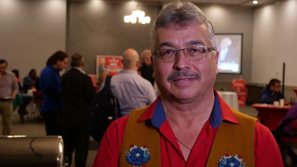 Le député Michael McLeod.