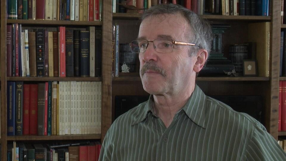 Michel Goudreau réside à Pointe-à-la-Croix au Québec, mais il vit à l'heure de l'Atlantique