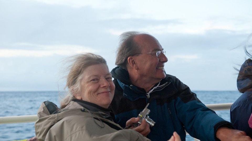 Michel Fortmann et Guillaine Fortmann sur un bateau.