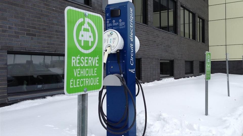 Une borne de recharge pour les voitures électriques
