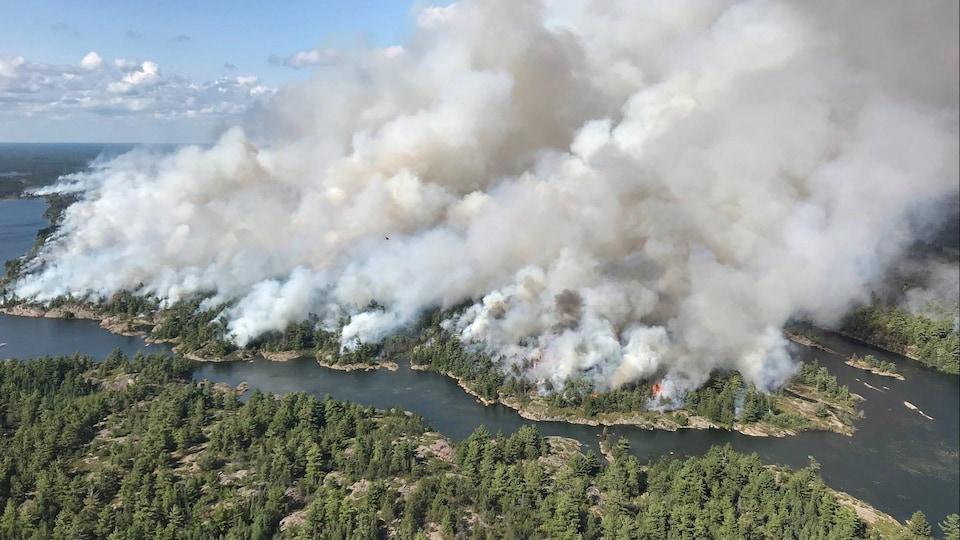 Le feu de forêt Parry Sound 33 dans le nord-est de l'Ontario