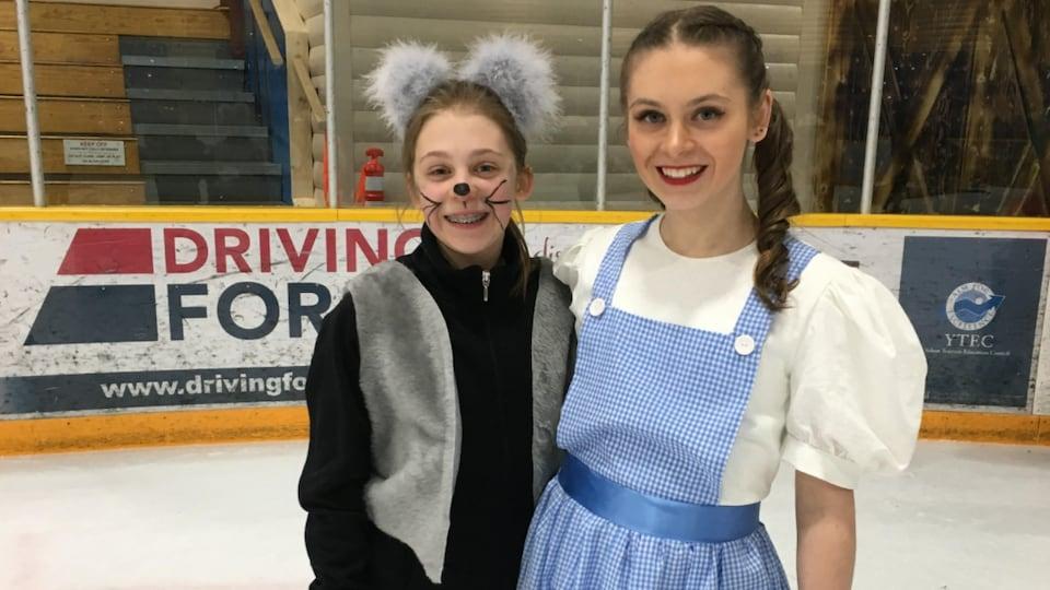 Annika et Mikayla Kramer en tenues du Magicien d'Oz.