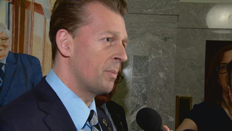 Mike Ellis, parti progressiste-conservateur de l'Alberta