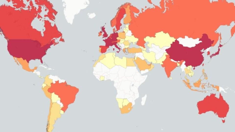 Carte des pays du monde colorés selon le nombre de millionnaires.