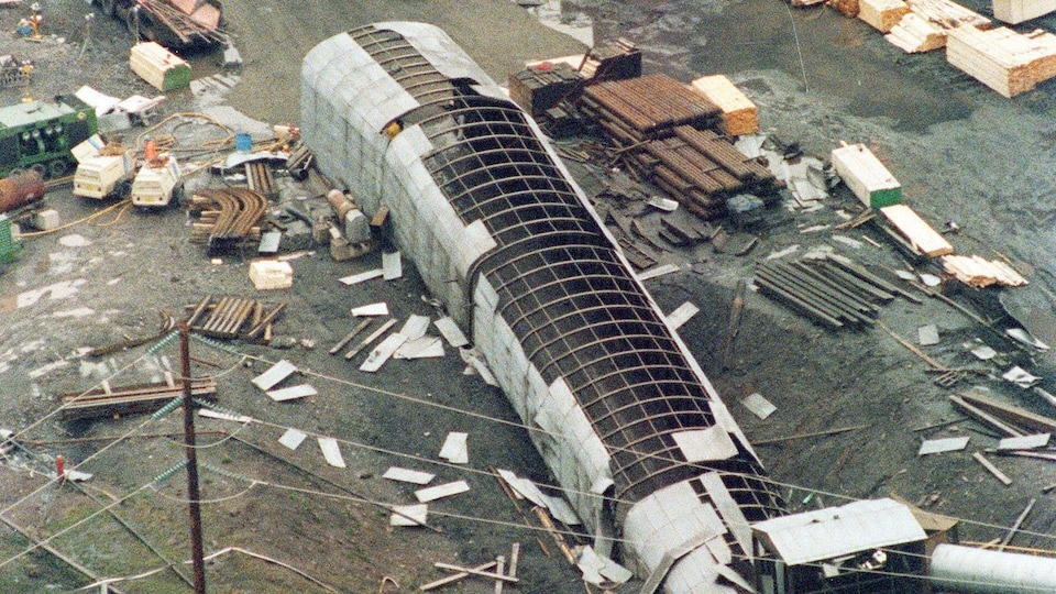Une vue aérienne de la mine Westray, le 11 mai 1992. Deux jours plus tôt, une immense boule de feu a parcouru les tunnels de la mine, tuant 26 mineurs.