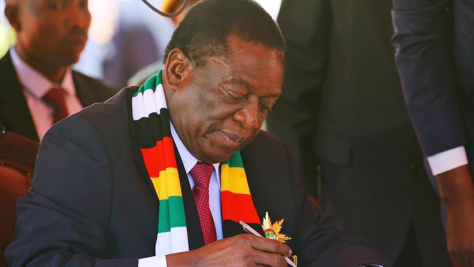 Emmerson Mnangagwa durant son investiture officielle comme président du Zimbabwe le 26 août 2018.