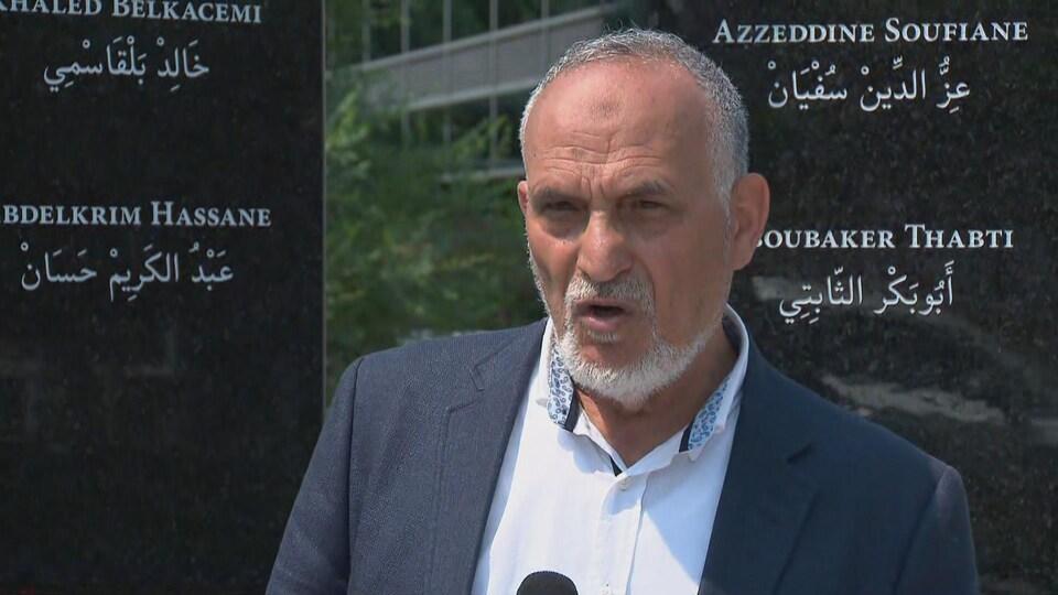 L'ancien directeur du Centre culturel islamique de Québec, Mohamed Labidi, s'adresse aux médias lors de la conférence de presse organisée à Québec.