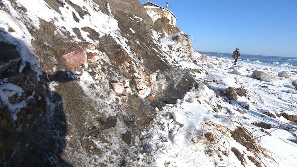 La tempête a permis de dévoiler des vestiges des forges de Moisie