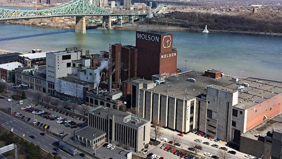 Vue aérienne des installations de Molson à Montréal