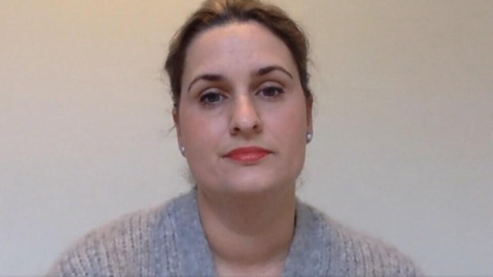 Monique Brideau interviewée par vidéoconférence.