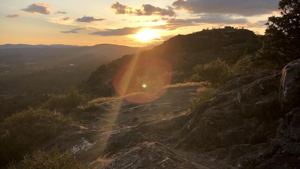 Vue du sommet du mont Douglas au soleil couchant.
