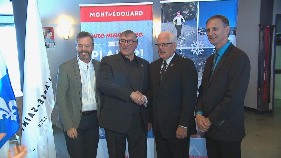 Quatre personnalités ayant participé à l'annonce au Mont-Édouard