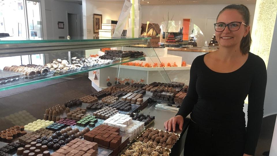 Karolanne Pomerleau dans sa chocolaterie.
