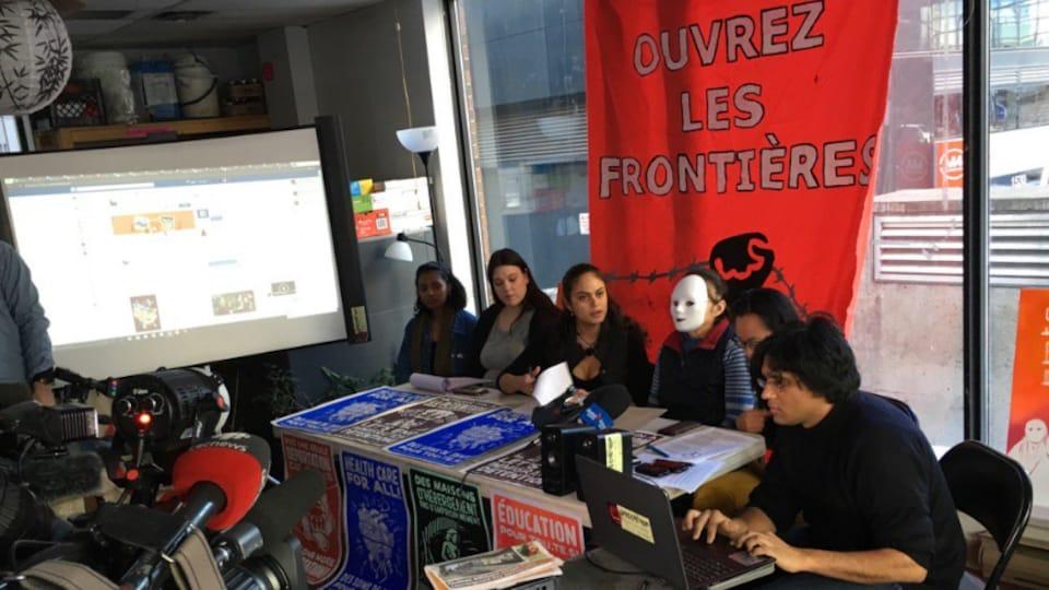 Conférence de presse de l'organisme Solidarité sans frontières au sujet de la résolution pour faire de Montréal une ville refuge