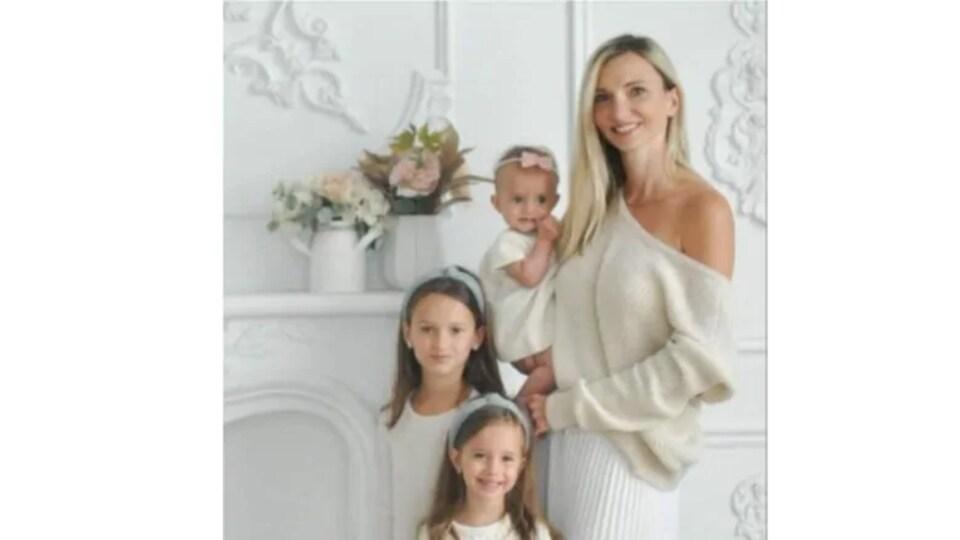 Portrait de famille de Karolina Ciasullo et de ses trois filles.