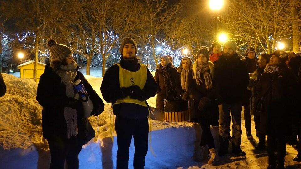 En plus des 150 personnes s'étant réunies devant l'Université du Québec à Trois-Rivières, une cinquantaine d'autres se sont rassemblés au parc Champlain, en soutien aux victimes du Centre culturel islamique.