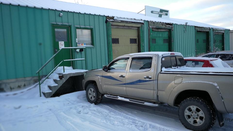 L'ancien entrepôt de camion de la Canadian Freightways, abandonné depuis 2 ans, est en mauvais état.