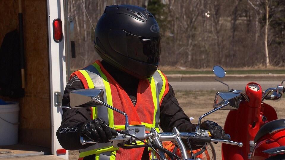 Les motocyclistes sont maintenant obligés de porter un protecteur visuel.